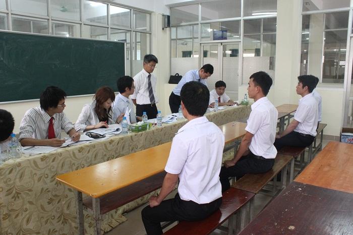 3 Nam làm dàn giáo tháng 8/2013