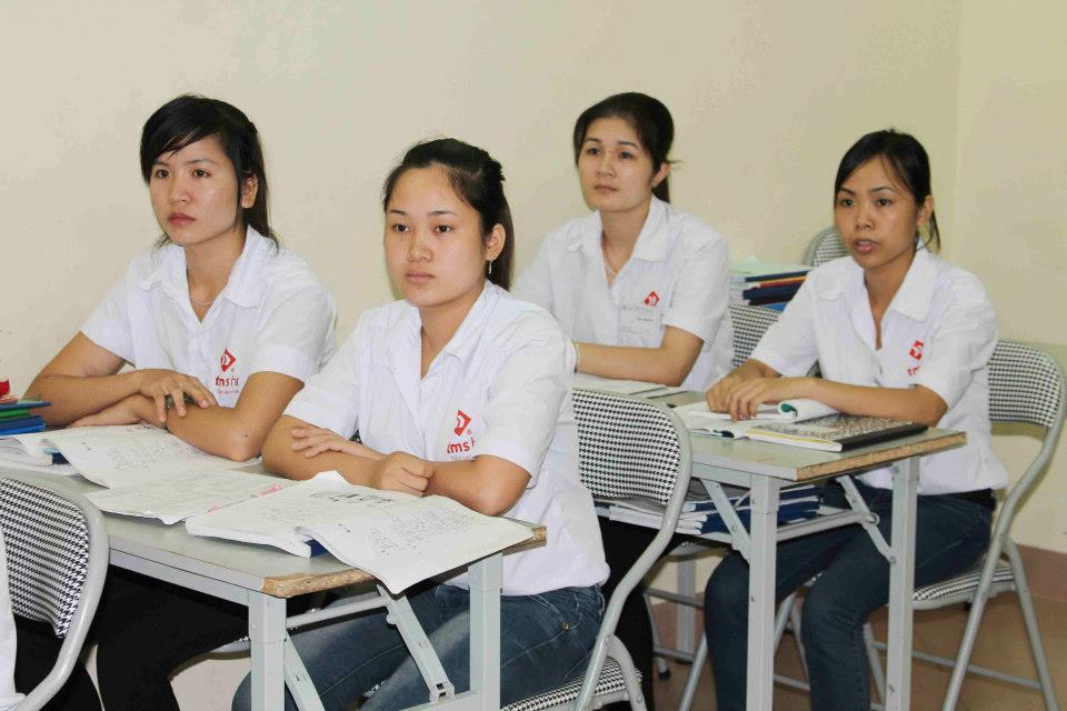 6 nữ làm điện tử ở Gifu tháng 12/2013