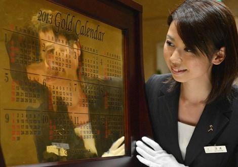 Cuốn lịch vàng 2014 được làm từ 10kg vàng