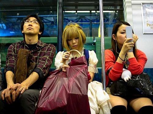 """Vì sao giới trẻ Nhật Bản """"thờ ơ"""" với sex?"""