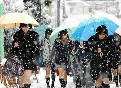 Vì sao nữ sinh Nhật thích mặc váy ngắn, gợi cảm?