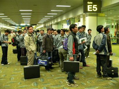 Gia hạn xử phạt lao động VN cư trú bất hợp pháp ở nước ngoài