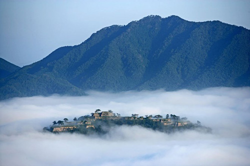 Lâu đài trên mây Takeda huyền bí ở Nhật Bản