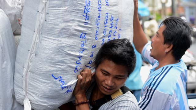 """Nở rộ xuất khẩu lao động """"chui"""" sang Thái Lan"""