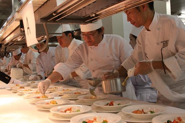 10 Nam làm đầu bếp tại Nagasaki tháng 7/2014
