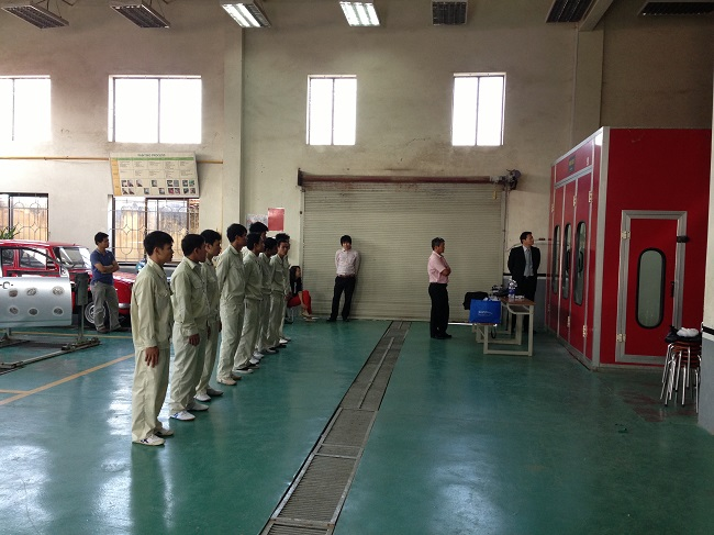 6 Nam làm sơn cơ khí tại Ishikawa tháng 8/2014