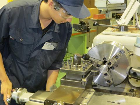 18 Nam xuất khẩu lao động làm cơ khí tại Kagoshima dễ trúng tuyển