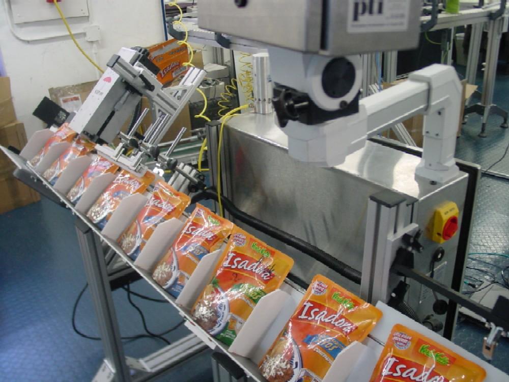 24 Nam đóng hộp thực phẩm tại Yamagata tháng 2/2015