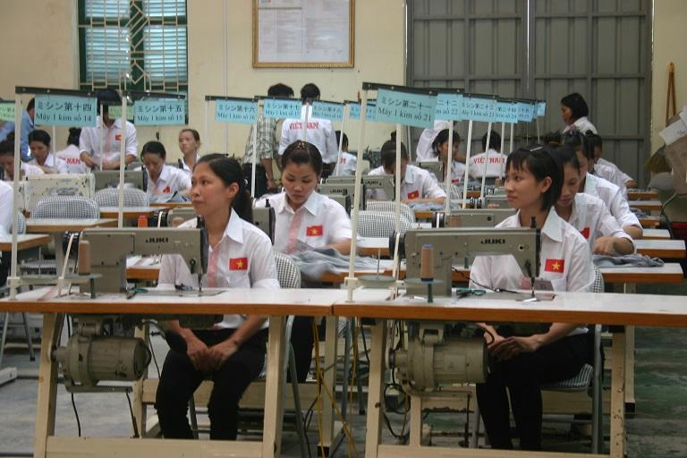140 Nữ cho 6 xí nghiệp làm may mặc thi tuyển tháng 3/2015