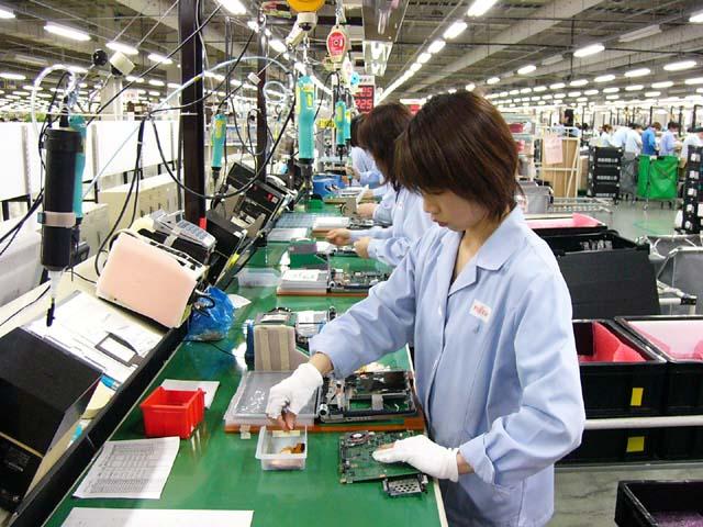 60 Nữ lắp ráp linh kiện điện tử tại Aichi tháng 3/2015