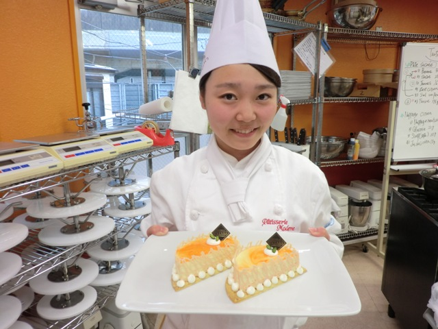 12 Nữ làm bánh kẹo, bánh mỳ tại Shiga tháng 5/2015