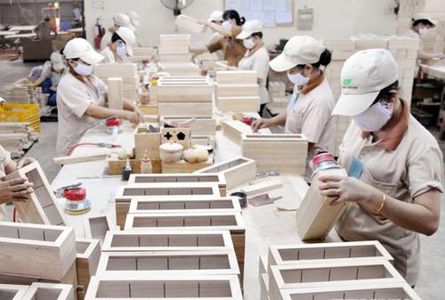 Tuyển 6 Nữ sản xuất đồ nhựa tại Toyama phí xuất cảnh thấp