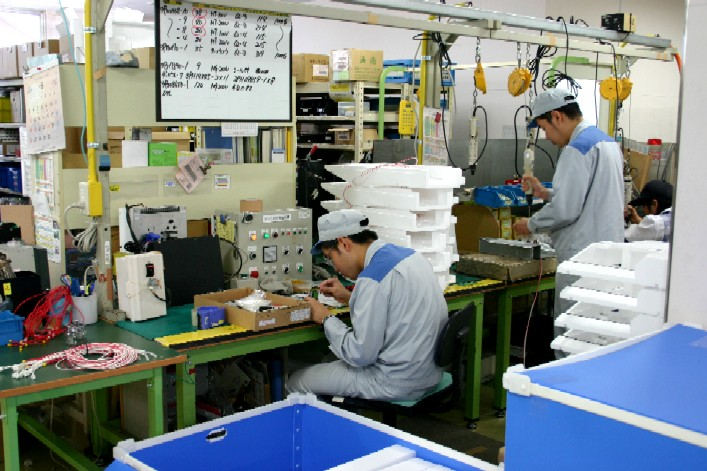 18 Nam/Nữ làm dập kim loại tại Fukuoka tháng 7/2017