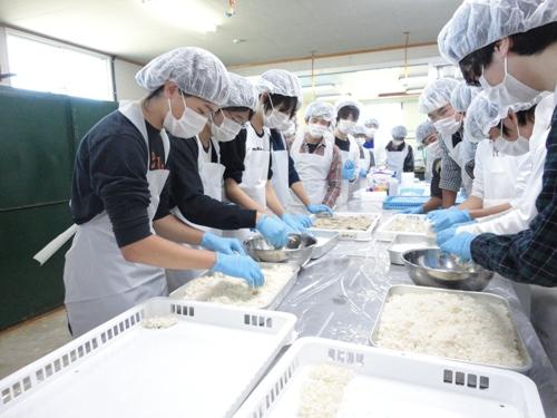45 Nữ chế biến thủy sản tại Kagawa tháng 8/2015