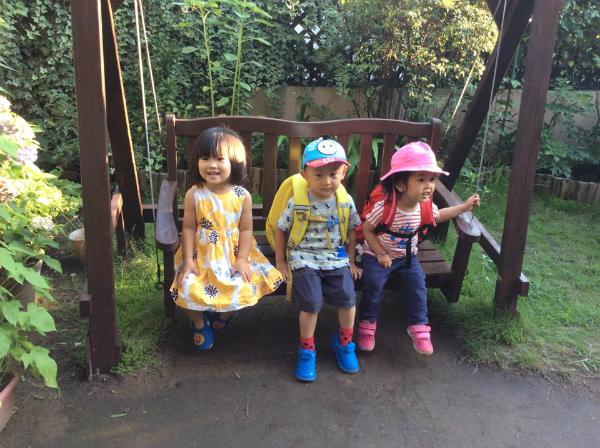 """Cách cho bé """"tự lập"""" tại nhà trẻ của Nhật Bản"""