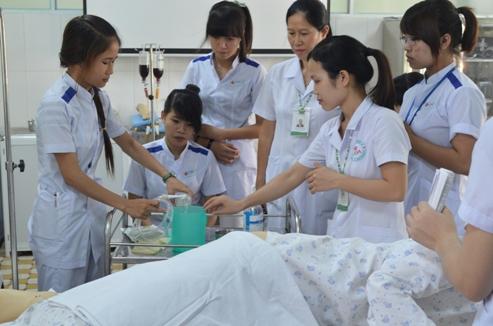 Tốt nghiệp ngành điều dưỡng nên đi XKLĐ hay du học Nhật Bản
