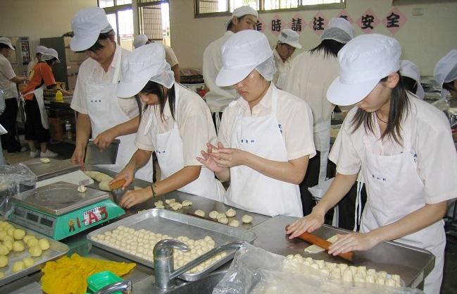 Đơn hàng XKLĐ làm chế biến đồ ăn sẵn tại Tokyo lương 165.000 Yên