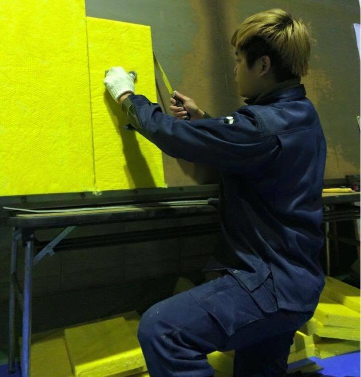 Tuyển gấp 15 lao động nam dán giấy tại tỉnh Tokyo -  Nhật Bản