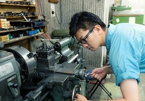 Nên đi xuất khẩu lao động Nhật Bản thợ hàn hay chế tạo máy?