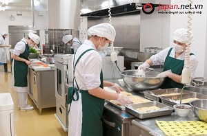 Công việc của thực tập sinh ngành chế biến thực phẩm cơm hộp tại Nhật Bản