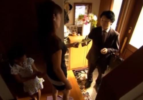 đàn ông Nhật có vợ chỉ mang tiền lẻ