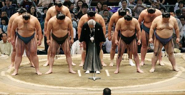 Cuộc sống dưới võ đài  của võ sĩ Sumo