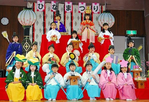 lễ hội búp bê cho bé gái Nhật Bản