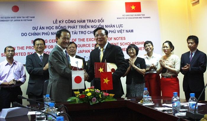Triển khai cấp visa nhiều lần thời gian lưu trú ngắn hạn cho công dân Việt Nam