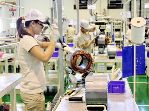 60 nữ lắp ráp linh kiện điện tử tại Kyoto tháng 6/2014