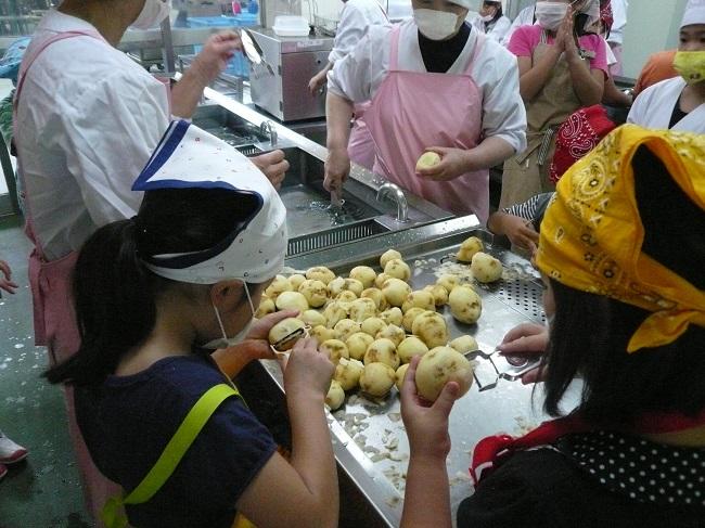 20 Nữ làm rau củ quả tại Tokyo tháng 8/2014 (1 năm)