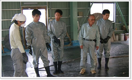 9 Nam làm xây chát tại Chiba tháng 04/2014