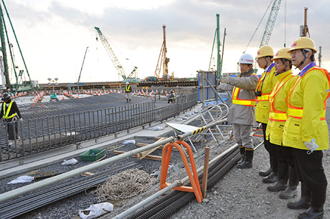 27 Nam làm xây dựng tại Yamagata tháng 11/2014