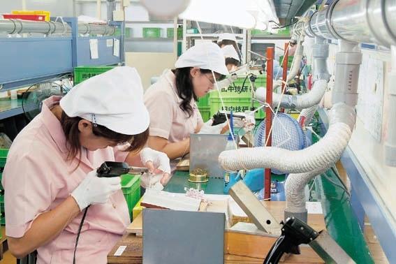 9 Nữ lắp ráp linh kiện điện tử tại Saga tháng thu nhập cực tốt