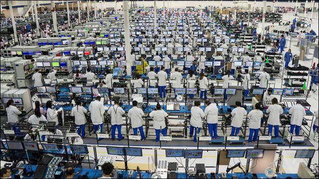 24 Nữ làm lắp ráp linh kiện điện tử tại Osaka tháng 3/2015