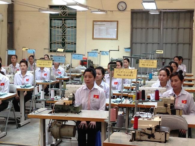 45 Nữ làm may cho 3 xí nghiệp Nhật Bản tháng 07/2015