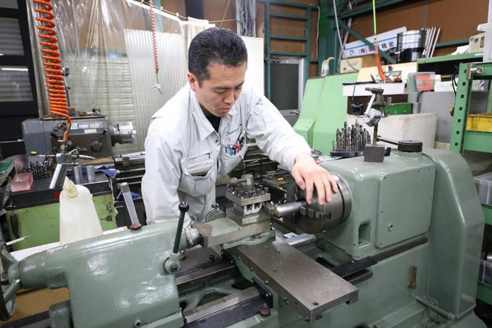 6 Nam làm gia công kim loại tại Aichi tháng 4/2015
