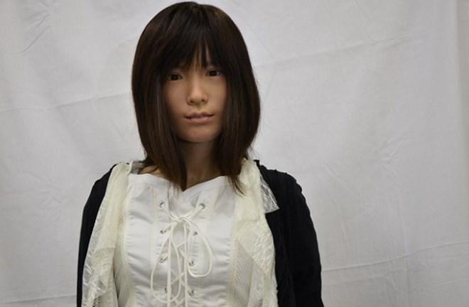 Robot biết nhiều thứ tiếng quảng bá điện ảnh Nhật Bản tại LHP Cannes