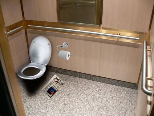 Thang máy tại Nhật Bản sẽ được trang bị thêm toilet