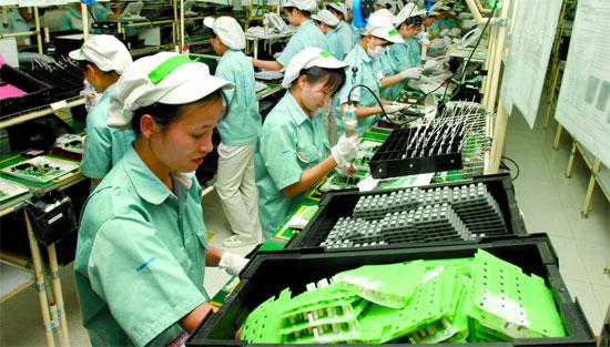 60 Nữ lắp ráp linh kiện điện tử tại Chiba tháng 7/2015