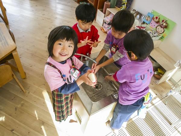 """Trẻ em Nhật Bản luôn được bố mẹ """"thả rông"""""""