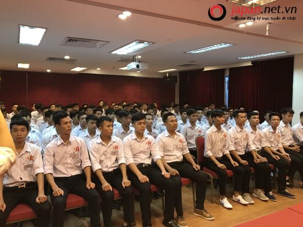 120 thực tập sinh nam tham gia thi tuyển đơn hàng cơm nắm