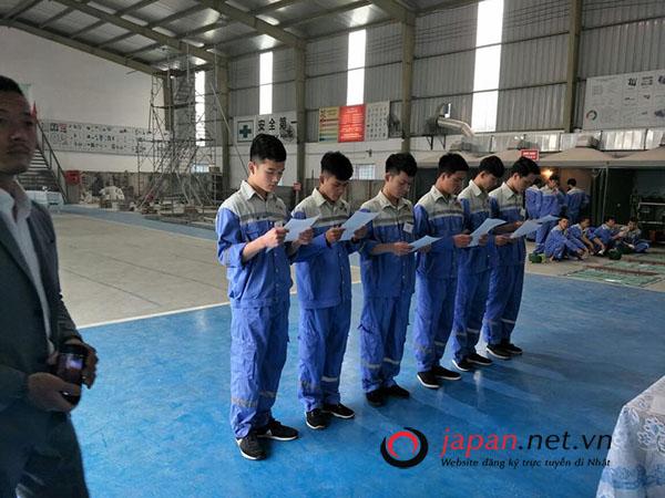 Tổ chức thi tuyển đơn hàng đi Nhật dán giấy tường nhà tại trung tâm 3