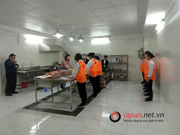 Xí nghiệp Nhật Bản hướng dẫn về an toàn thực phẩm cho thực tập sinh