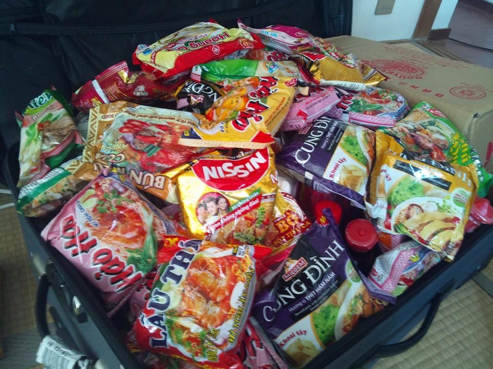 Hành lý mang sang Nhật không thể thiếu mì tôm