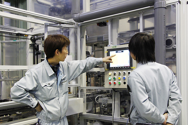 Kết quả hình ảnh cho Hình ảnh kỹ sư cơ điện tử tại nhật bản