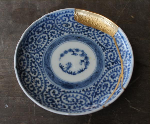 Kintsugi - Nghệ thuật hàn gắn đồ gốm bằng vàng của người Nhật